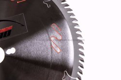 Industrial Class Tungsten Carbide Tct Saw Blade with Ceratizit and Sumitomo Super Hard Tips for Cutting Sizing Crossing Hard Wood/Laminated Wood